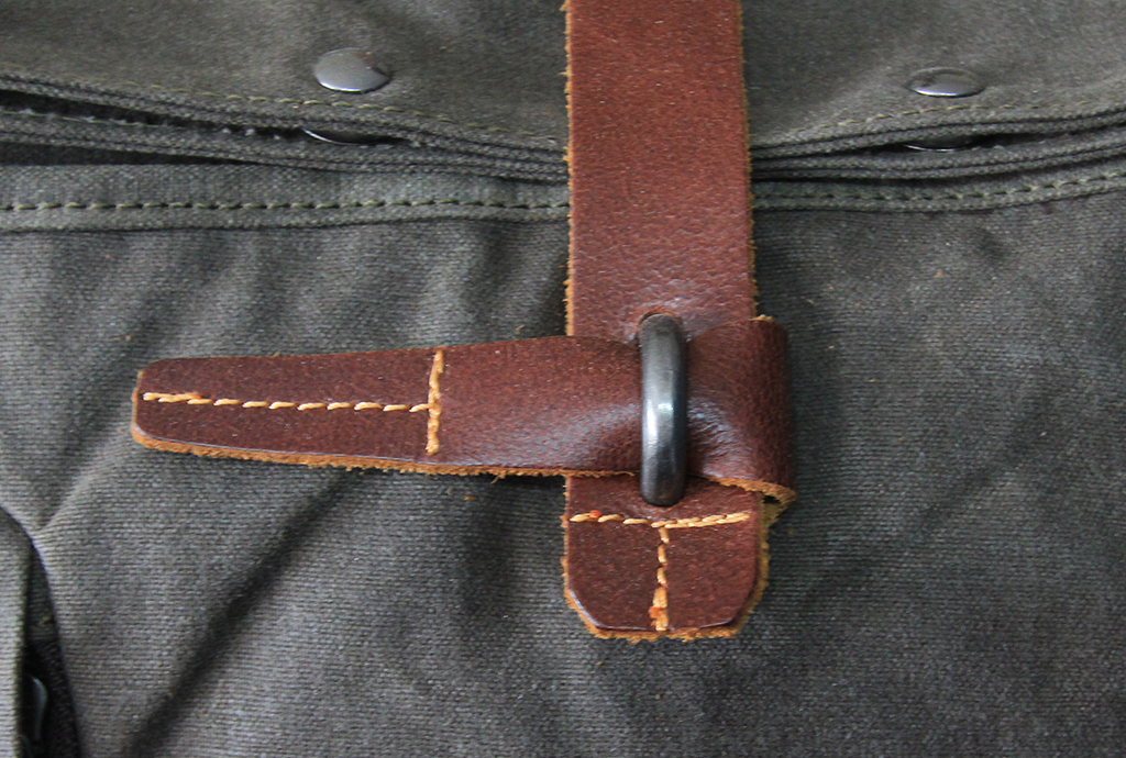 Toggle backpack latch